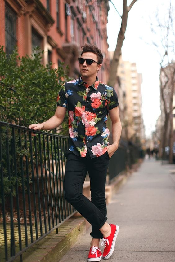 floral-shirt-with-sneakers Men Outfits with Vans-20 Fashionable Ways to Wear Vans Shoes