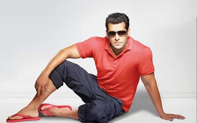 red-flip-flops-outfit Red Shoes Outfits For Men-18 Ways to Wear Red Shoes for Guys