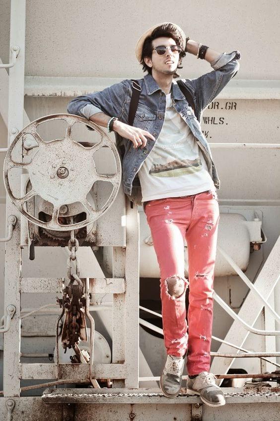 vintage-Denimjacket-pinkdistressjeans Denim Jackets Outfits For Men – 17 Ways To Wear Denim Jacket