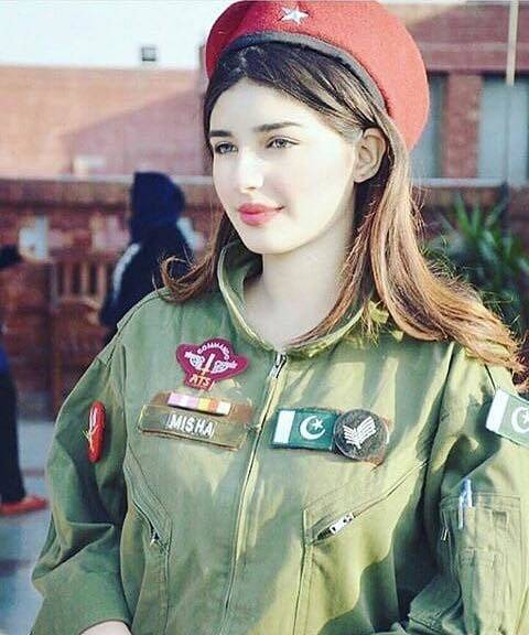 35223970_10156302921798971_5101472883293552640_n Top 20 Countries With Most Attractive Female Soldiers In World