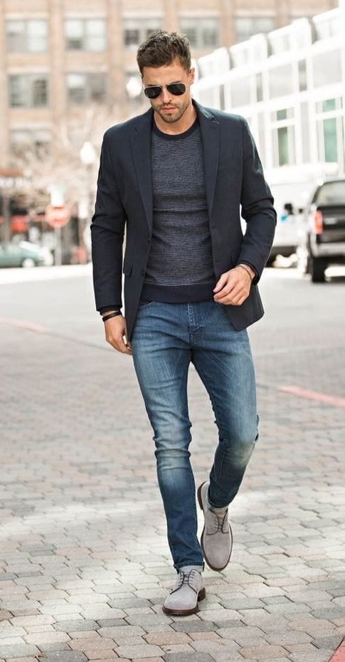 What Color Jeans to Wear with Black Shirt and Blazer