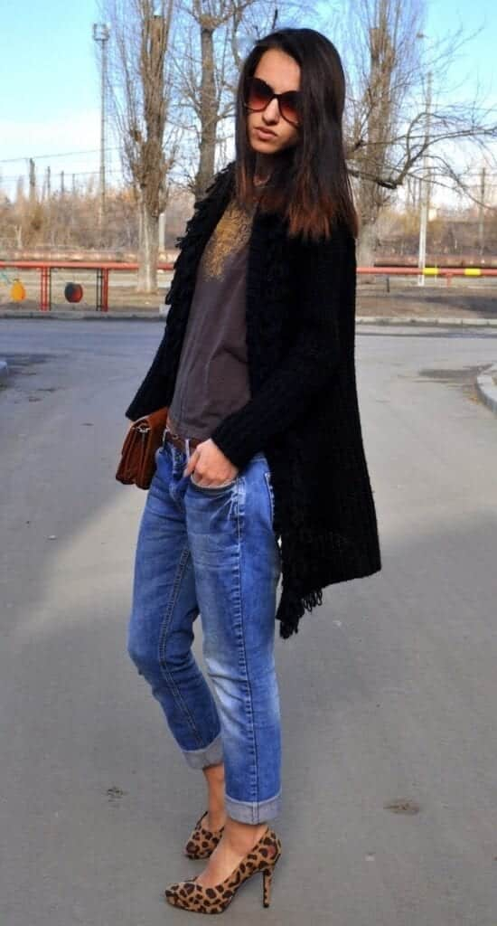 animal-print-pumps-heels-with-jeans-550x1024 Jeans Outfits in Heels - 20 Ways To Wear Jeans With Heels