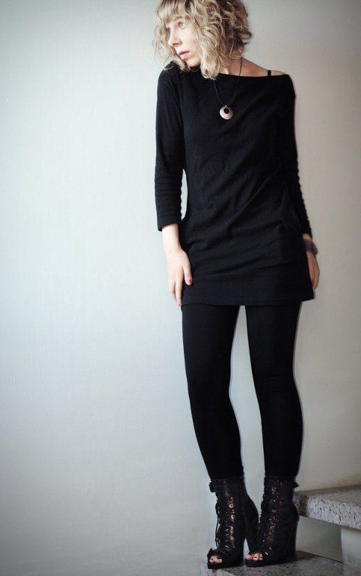 black-leggings-in-winter Outfits with Black Leggings – 21 Ways to Wear Black Leggings