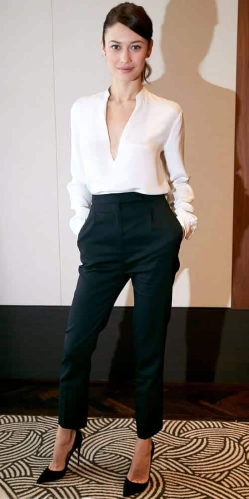 chic-black-and-white-work-outfits-for-girls-14-500x1000-1 White Shirt Outfits-18 Ways To Wear White Shirts For Girls
