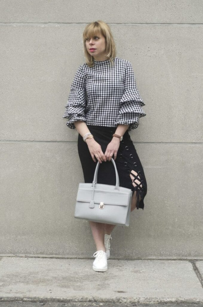 how-to-wear-ruffles-style-panel-01-768x1159-679x1024 Outfits with Ruffle Tops- 15 Ideas How To Wear Ruffle Tops