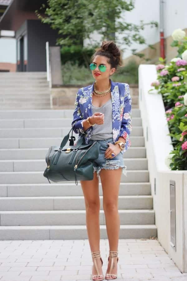 tattered-shorts-and-blazer Spring Outfits With Floral Jackets-12 Cute Outfit Ideas