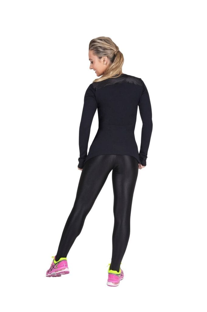 yoga2-681x1024 Outfits with Black Leggings – 21 Ways to Wear Black Leggings