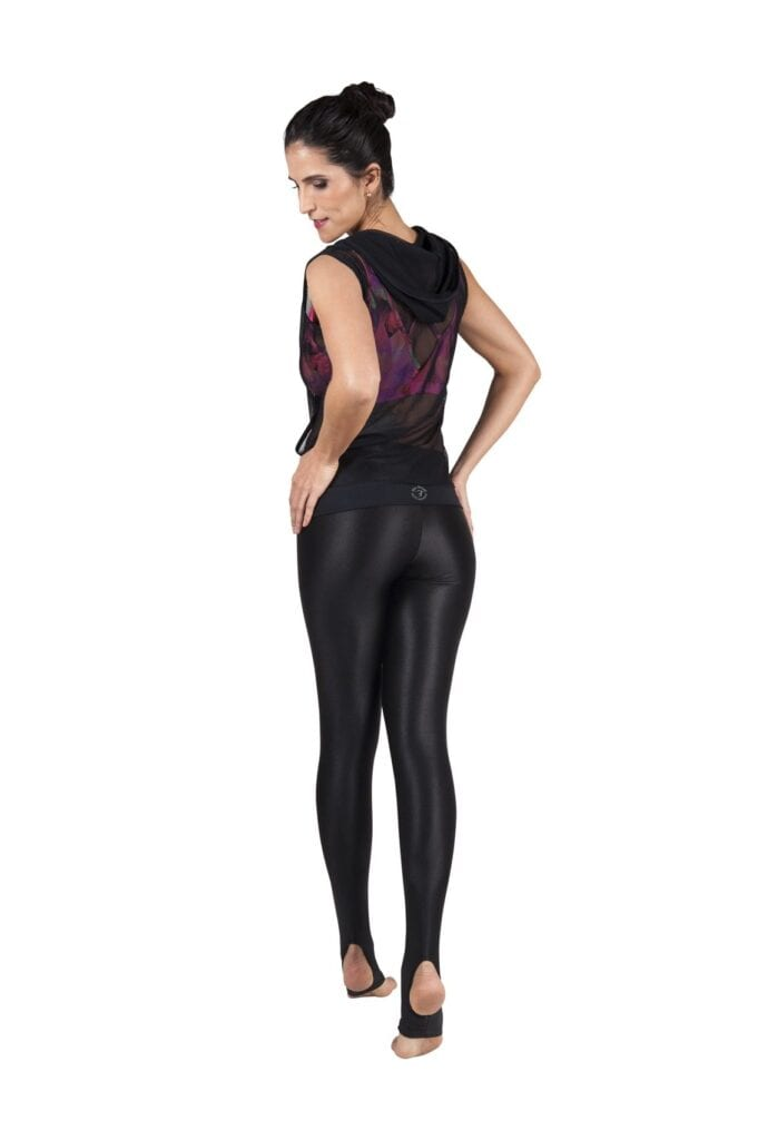 yoga3-681x1024 Outfits with Black Leggings – 21 Ways to Wear Black Leggings
