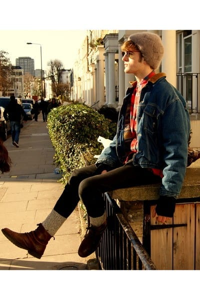 Brown-Boots-with-Black-Jeans 20 Outfit Ideas to Wear Black Pants with Brown Shoes for Men