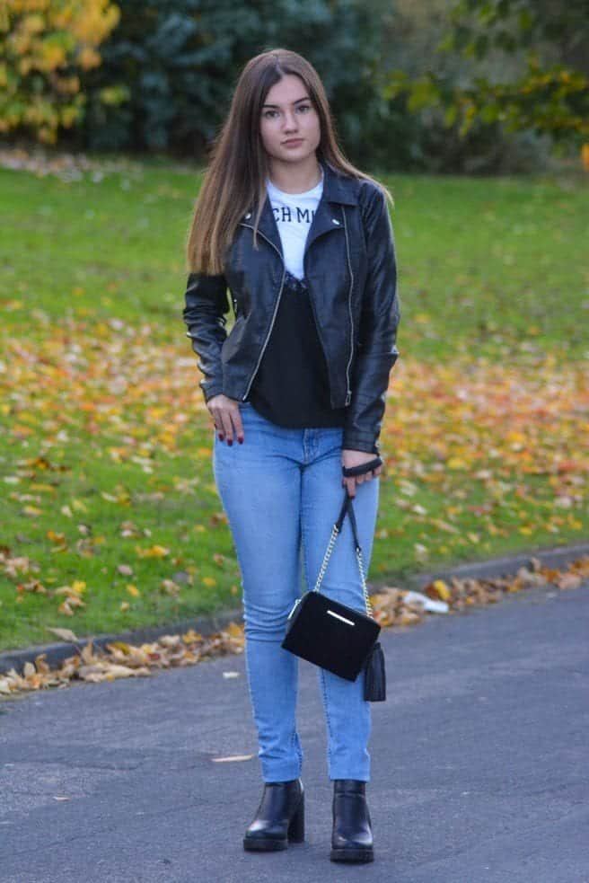 Casual-outfit-with-velvet-bag Outfits with Velvet Bags- 20 Ideas to Wear with a Velvet Bag