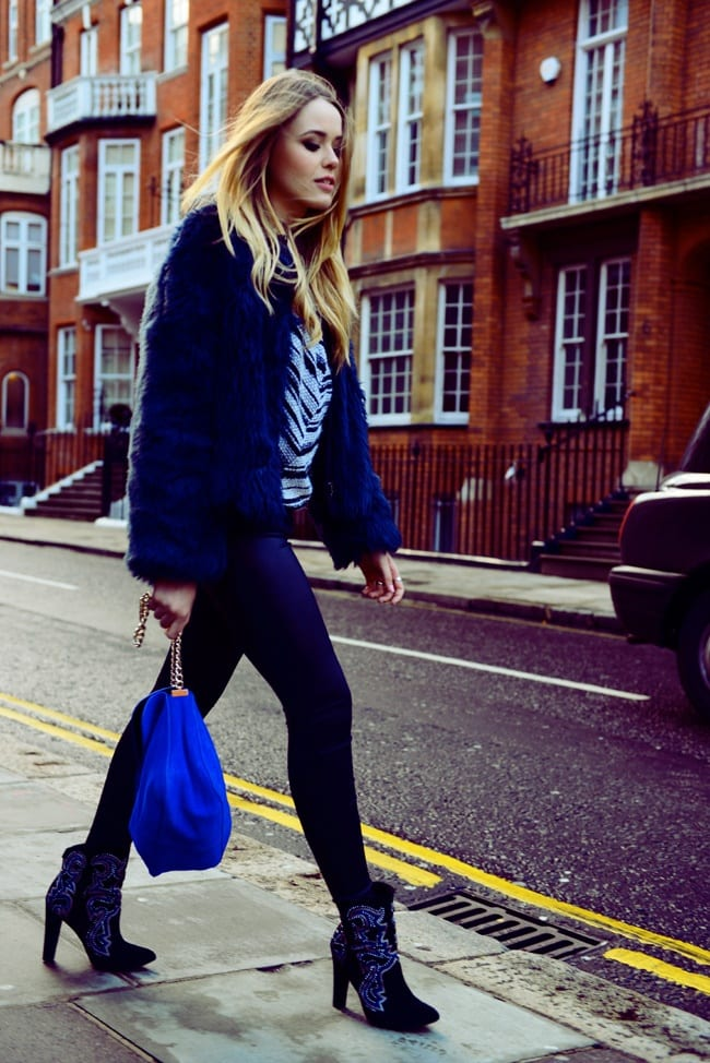 fur-outfit-with-velvet-bag Outfits with Velvet Bags- 20 Ideas to Wear with a Velvet Bag