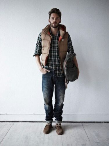 how-to-wear-a-flannel-shirt-in-winters-375x500 Guys Flannel Shirts - 20 Best Flannel Outfit Ideas for Men