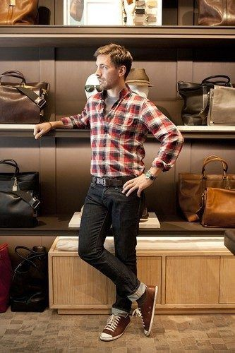 how-to-wear-a-flannel-shirt-with-jeans-333x500 Guys Flannel Shirts - 20 Best Flannel Outfit Ideas for Men