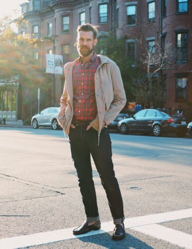 how-to-wear-a-red-flannel-shirt-386x500 Guys Flannel Shirts - 20 Best Flannel Outfit Ideas for Men