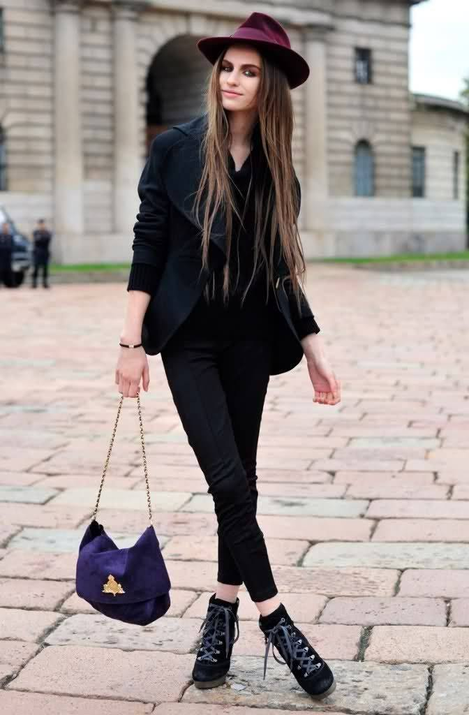 velvet-hat-with-velvet-bag-672x1024 Outfits with Velvet Bags- 20 Ideas to Wear with a Velvet Bag