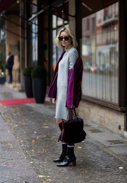 velvet-pullover-with-velvet-bag Outfits with Velvet Bags- 20 Ideas to Wear with a Velvet Bag