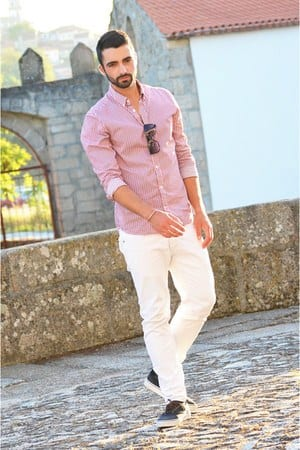 white-jeans-and-pink-shirt White Jean Outfits for Men-Top 25 Ideas for White Jeans Guys