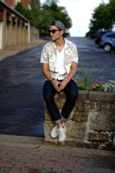 with-jeans Floral Shirt Outfit for Men-25 Ways to Wear Guys Floral Shirts
