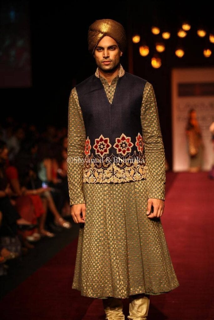 A-Line-Kurta-With-Pajama-Outfit-For-Men-683x1024 Kurta Pajama for Men-18 Men's Kurta Pajama Styles for Wedding