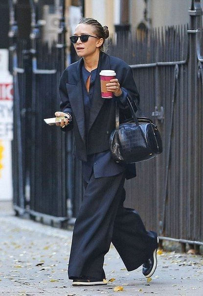 Ashley-Olsen-Wearing-Palazzo-With-A-Blazer 20 Ideas How to Wear Palazzo Pants if You Have a Short Height