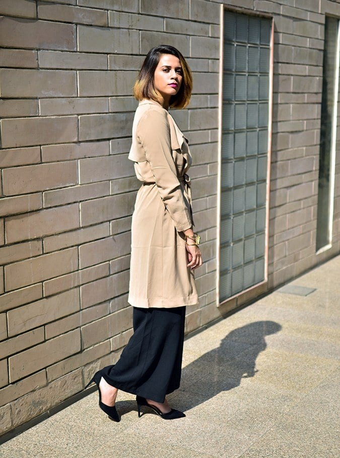Palazzo-With-A-Trench-Coat-For-Formal-Work-Outfit 20 Outfit Ideas to Wear Short Shirts with Palazzo Pants