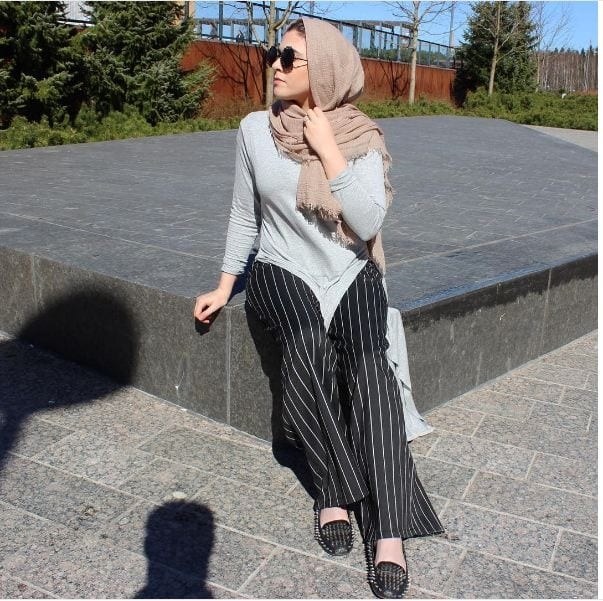 Pinstriped-Palazzo-With-A-Plain-Shirt-And-Shawl 20 Outfit Ideas to Wear Short Shirts with Palazzo Pants