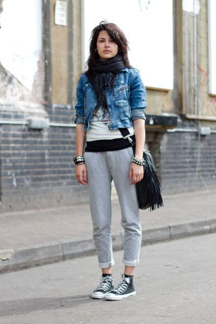 Sweatpants-With-Canvas-Shoes Shoes with Sweatpants-20 Shoes Women Can Wear With Sweatpant