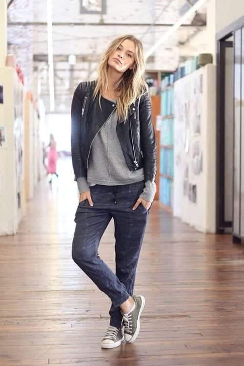 Sweatpants-With-Converse-Shoes Shoes with Sweatpants-20 Shoes Women Can Wear With Sweatpant
