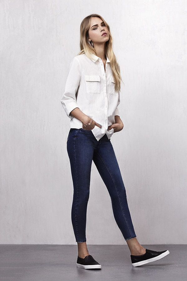 ankle-length-jeans-and-button-down-shirt College Girls Dressing–18 Ideas & Tips to Dress Well in College