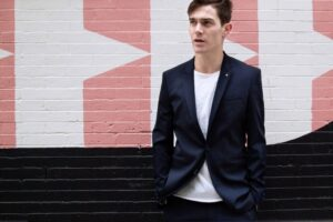 how to style business attire in summer for men (20)