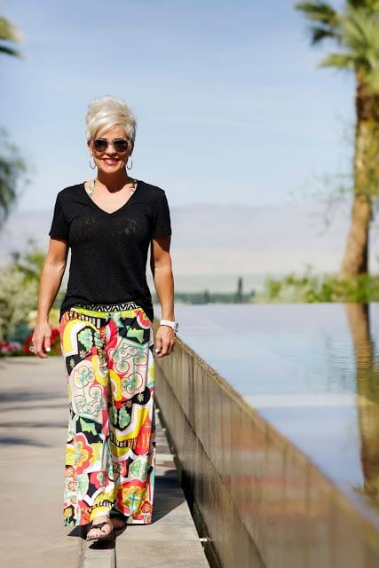 palazzo-pants-and-top 30 Best Summer Outfits for Women Above 50 - Style Tips