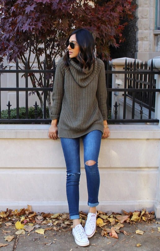ripped-jeans 20 Best Pinroll Jeans Outfits for Women– How to Pin Roll Jeans