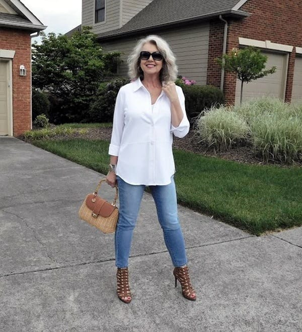 white-button-down-shirt-and-blue-jeans 30 Best Summer Outfits for Women Above 50 - Style Tips