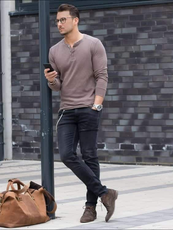 with-a-tee Men Outfits with Blue Jeans-27 Ways to Style Guys Blue Jeans