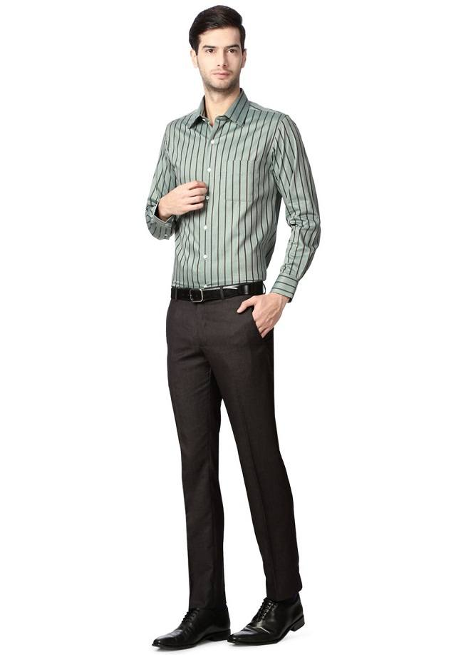 Striped-Shirts-With-Black-Pants Black Pants Outfits For Men-29 Ideas How To Style Black Pants