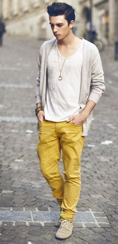 comfortable-outfit-2 Men's Yellow Pants Outfits-35 Best Ways to Wear Yellow Pants