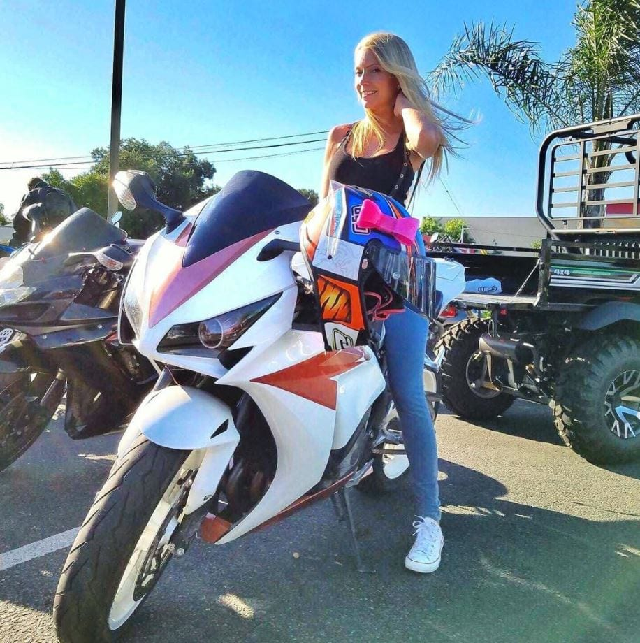 most beautiful biker girls on Instagram (8)