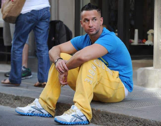 sports-outfit Men's Yellow Pants Outfits-35 Best Ways to Wear Yellow Pants