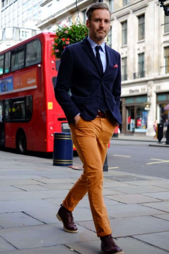 how to wear orange pants for men (5)