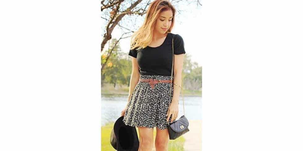 Acessories-To-Wear-With-Skirt-Outfit Skirt Outfits for College- 35 Ideas To Wear Skirts To School