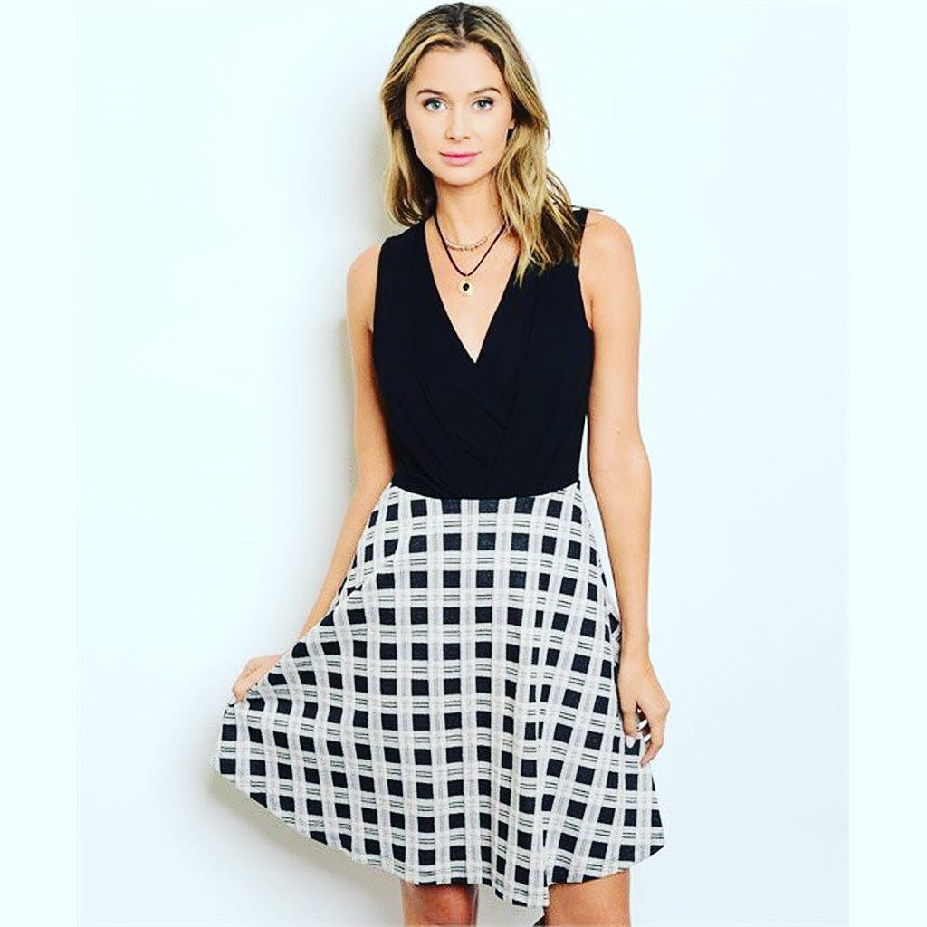 Black-And-White-Skirt-Outfit-For-Girls Professional Skirt Outfits-20 Ideas How To Wear Skirt For Work