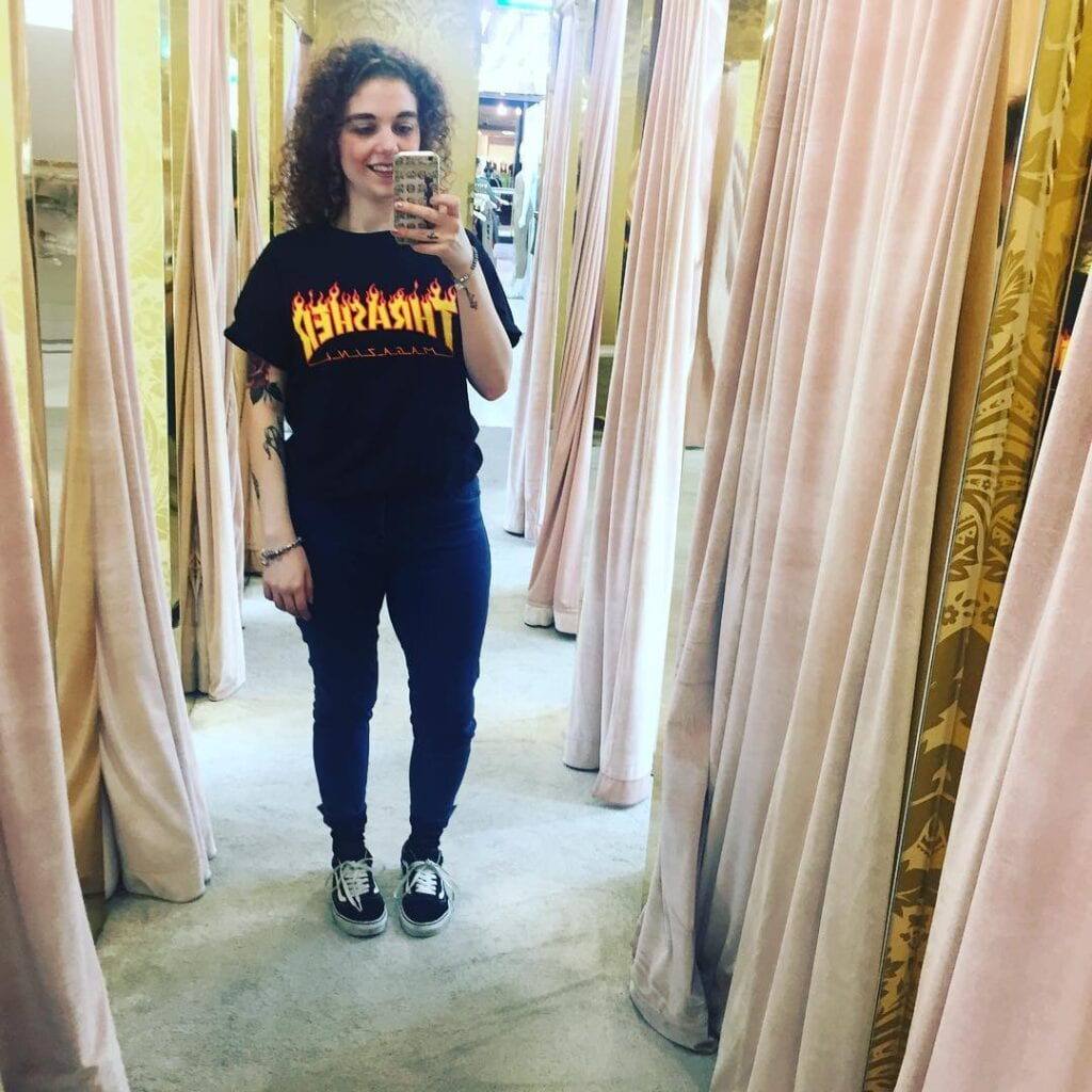 Black-Shirt-Outfit-For-Curvy-Ladies-1024x1024 Girls Black Shirt Outfits-30 Different Ways to Wear Black Shirts