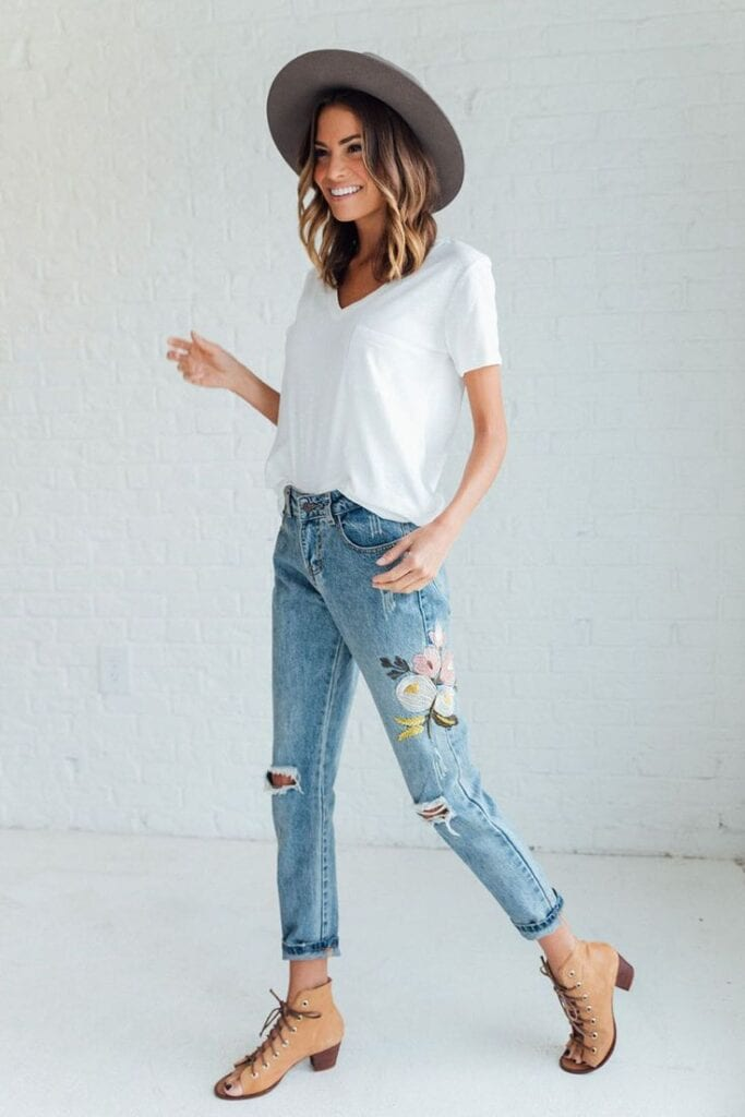 Embroidered-Distressed-Jeans-Attire-for-Travelling-683x1024 Embroidered Jeans- 27 Ways to Wear Embroidered Jeans to Work