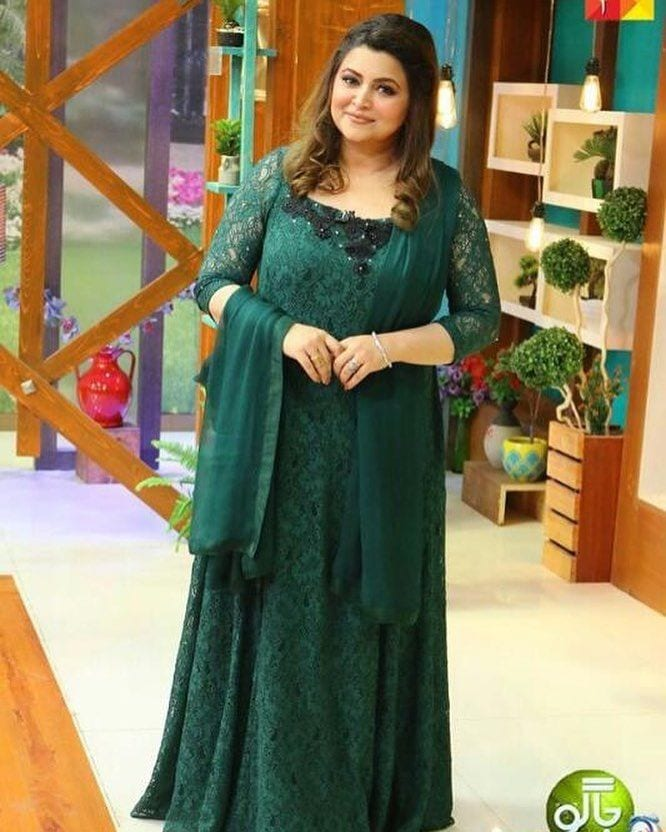 Long-Maxi-Type-Outfits Curvy Pakistani Girls Fashion-25 Plus Size Outfits For Girls