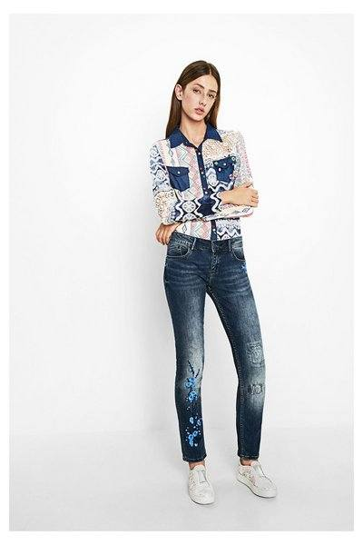 Printed-Tops-Style Embroidered Jeans- 27 Ways to Wear Embroidered Jeans to Work