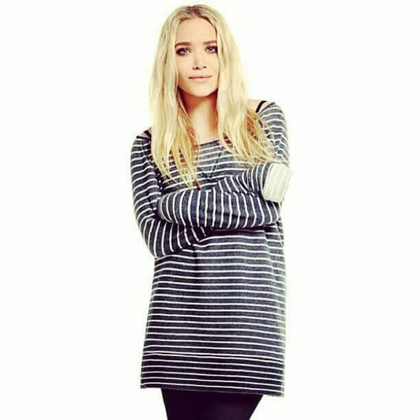 Striped-Black-Shirt-Outfits Girls Black Shirt Outfits-30 Different Ways to Wear Black Shirts