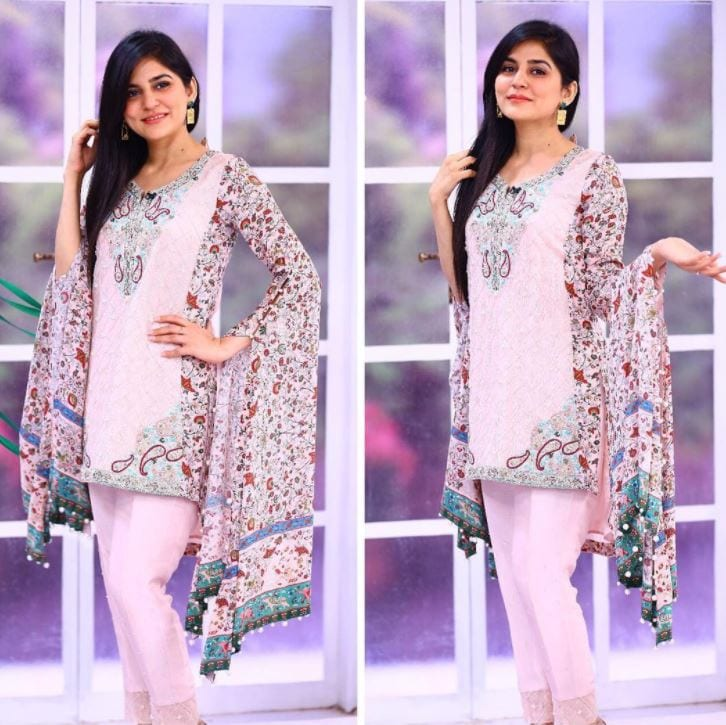 designer-outfit-1 20 Elegant Outfits for Pakistani Women Over 30