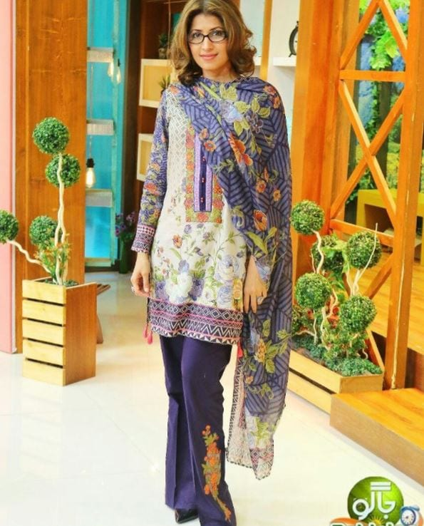 embroidered-outfit 20 Elegant Outfits for Pakistani Women Over 30