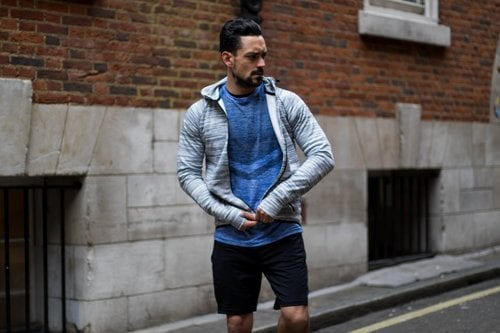 Ways for Men to Wear a Hoodie Stylishly (22)