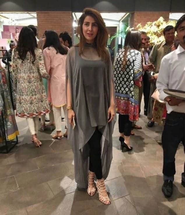 modish-outfit 20 Elegant Outfits for Pakistani Women Over 30
